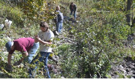 From left to right: Ken, Craig, Sue, and Linda collecting hexagonite, but hopefully not poison ivy, along the Oswegatchie River near Talcville.